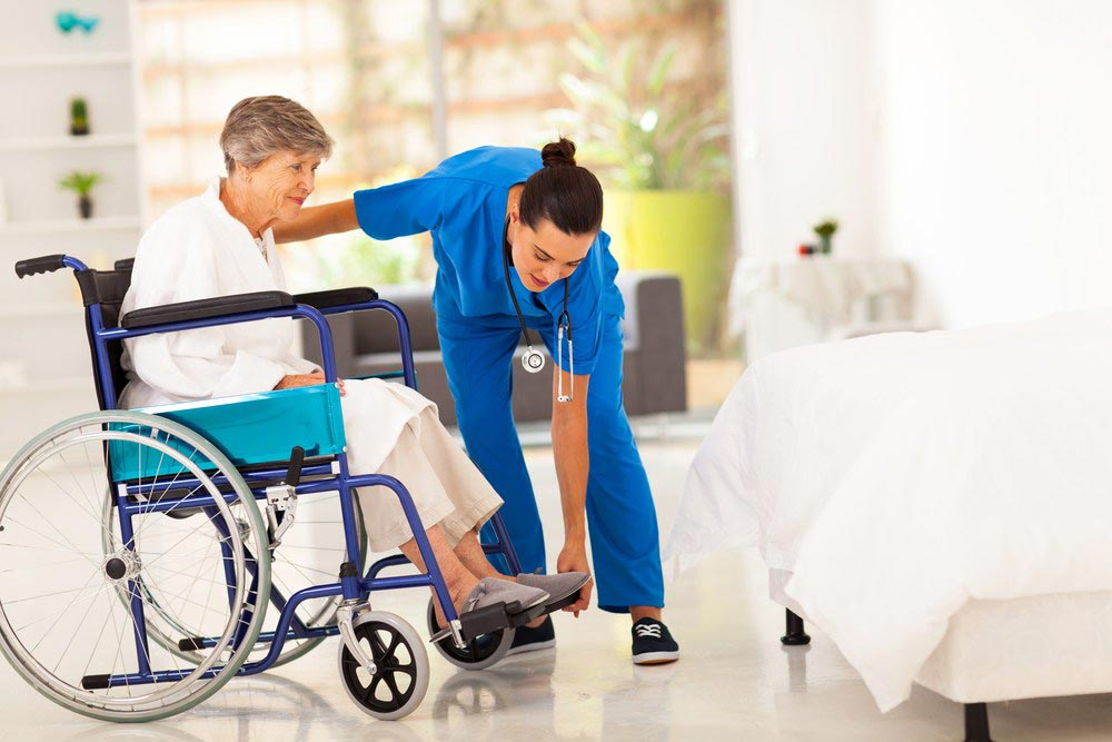 Powered Wheelchairs vs Manual Wheelchairs: Advantages and Disadvantages
